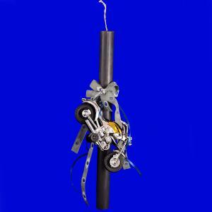 Λαμπάδα στρογγυλή στολισμένη μάυρη με μηχανή