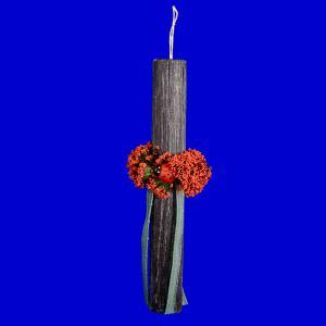 Λαμπάδα στρογγυλή άγρια στολισμένη γκρί με κόκκινο μπουκέτο