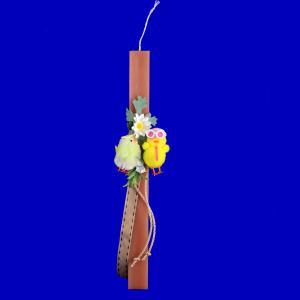 Λαμπάδα πλακέ στολισμένη ρόζ με δύο κοτοπουλάκια