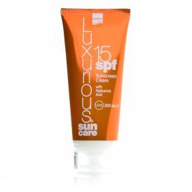 Intermed Luxurious Sun Care Αντηλιακή κρέμα σώματος με Υαλουρονικό οξύ SPF15 200ml