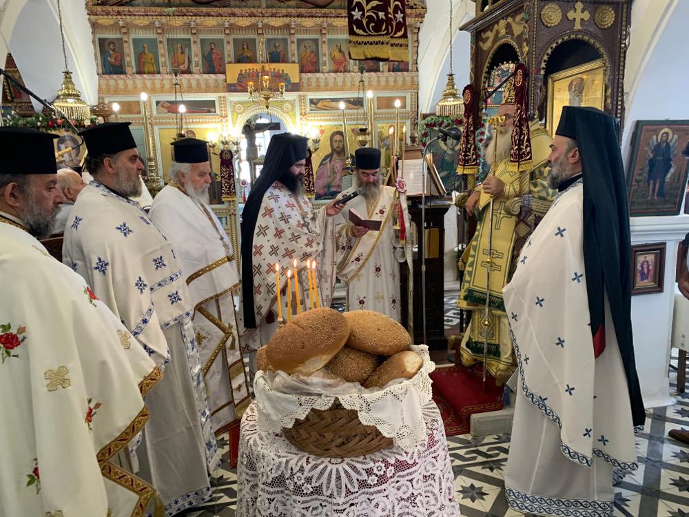 Αρχιερατική Θεία Λειτουργία στον Ιερό Ναό Αγίου Παντελεήμονος Χαμαιζίου Σητείας.