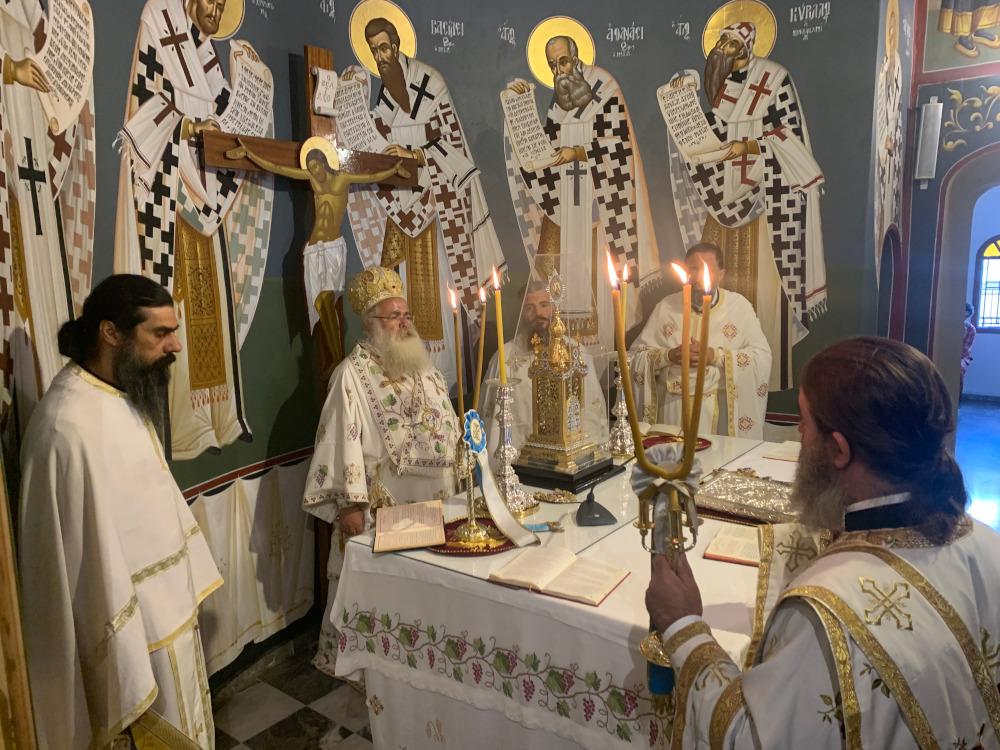 Αρχιερατική Θεία Λειτουργία και μνημόσυνα στον Ιερό Καθεδρικό Ναό Αγίας Αικατερίνης Σητείας.