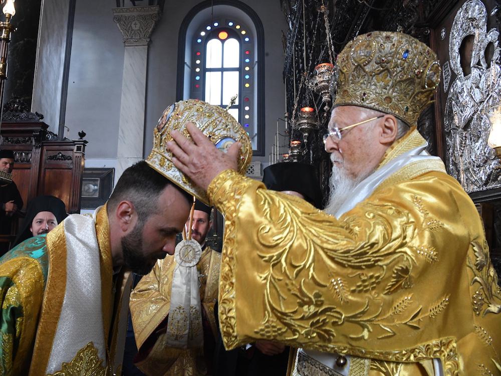 Η Χειροτονία του Επισκόπου Κομάνων Μιχαήλ στο Μέγα Ρεύμα Κωνσταντινουπόλεως από τον Οικουμενικό Πατριάρχη κ.κ. Βαρθολομαίο.