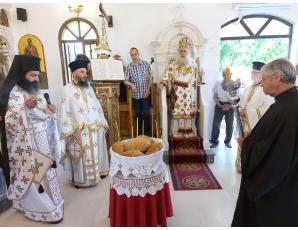 Αρχιερατική Θεία Λειτουργία στο πανηγυρίζοντα Προσκυνηματικό Ναό Αγίων Κωνσταντίνου & Ελένης πόλεως Σητείας.