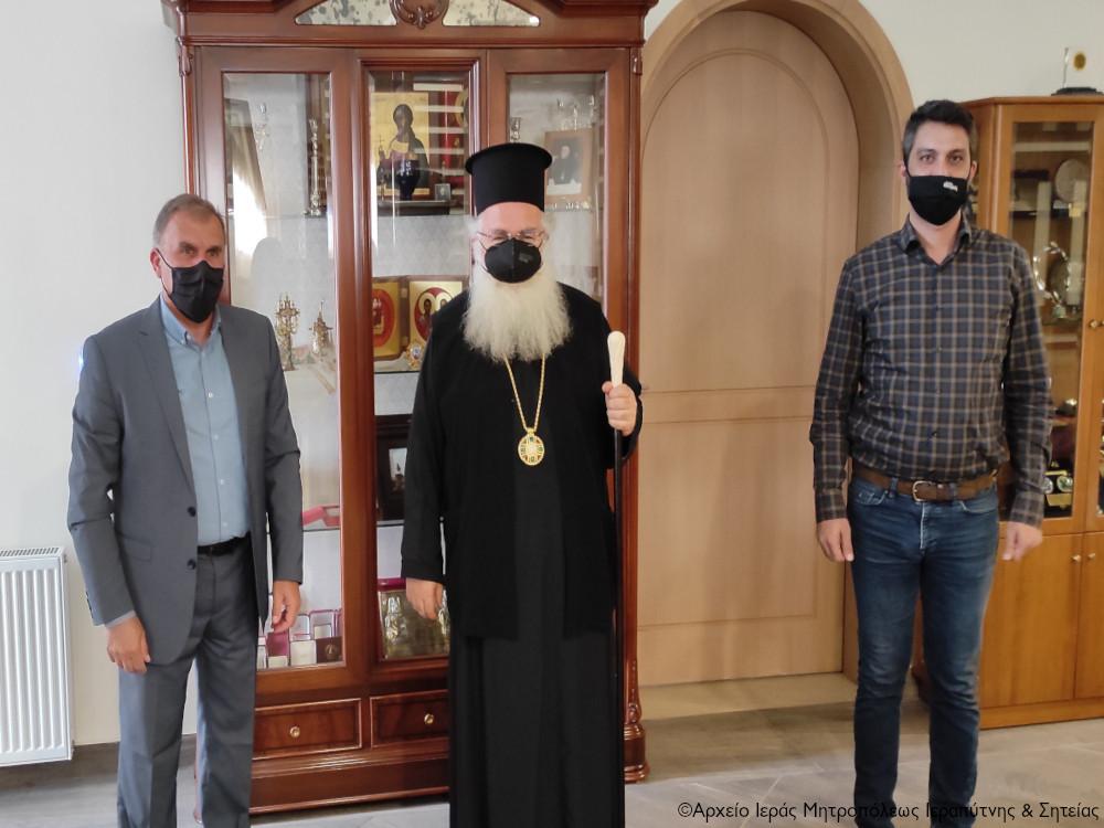 Εθιμοτυπική επίσκεψη του Δημάρχου Ιεράπετρας ενόψει του Πάσχα στον Σεβ. Μητροπολίτη κ. Κύριλλο.
