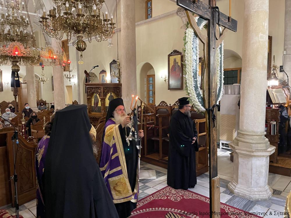 Η Ακολουθία των Παθών  στον Ιερό Μητροπολιτικό Ναό Αγίου Γεωργίου Ιεράπετρας.