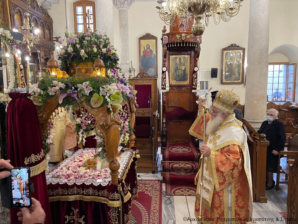 Η Ακολουθία του Επιταφίου στον Ιερό Μητροπολιτικό Ναό Αγίου Γεωργίου Ιεράπετρας.