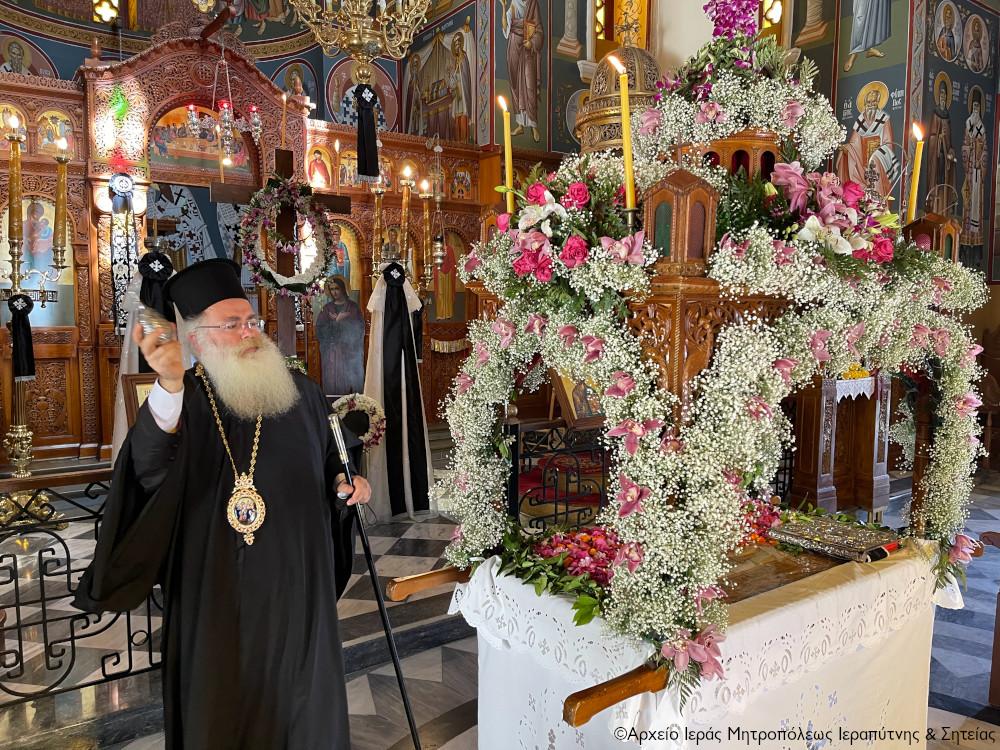 Το καθιερωμένο προσκύνημα του Σεβ. κ. Κυρίλλου στους Επιταφίους των Ενοριών των πόλεων Σητείας και Ιεράπετρας.