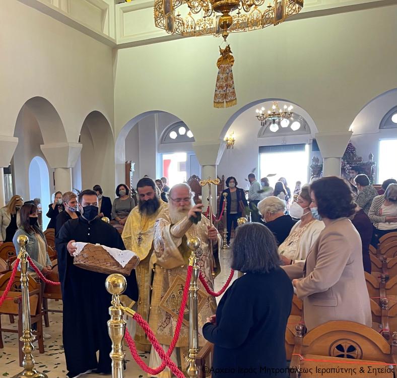Η πρώτη Ανάσταση   στον Ιερό Καθεδρικό Ναό Αγίας Φωτεινής Ιεράπετρας.
