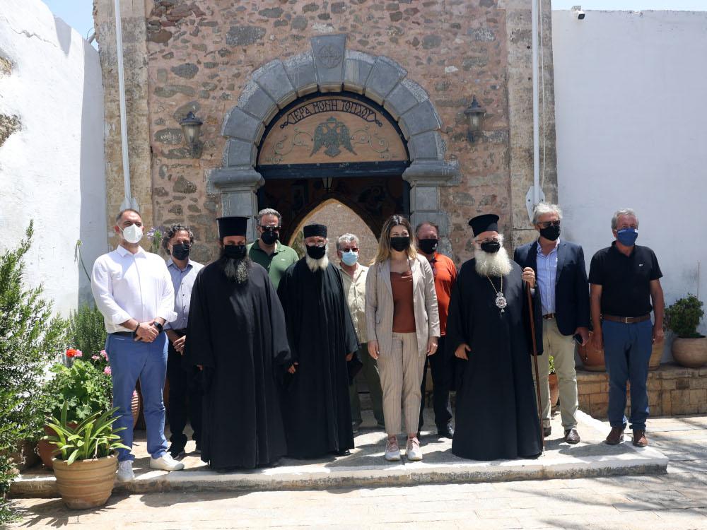 Eπίσκεψη της Υφυπουργού Τουρισμού κ. Σοφίας Ζαχαράκη στην Ι. Σταυροπηγιακή Μονή Τοπλού Σητείας.