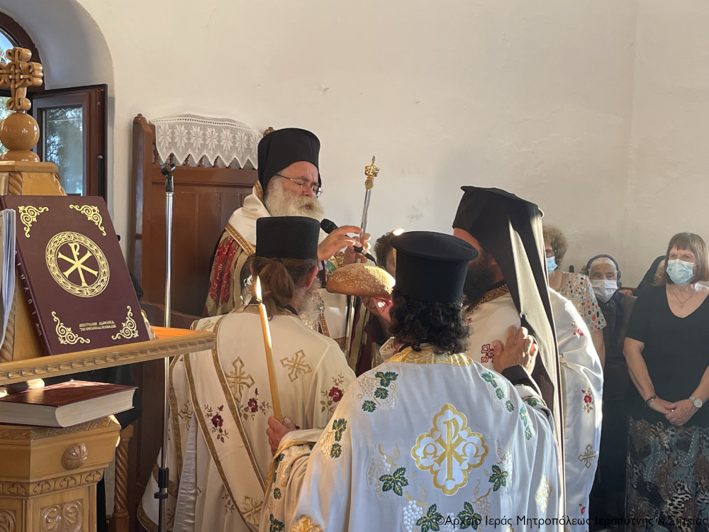 Ο Αρχιερατικός Εσπερινός της εορτής του Αγίου Πνεύματος στον ομώνυμο Ναό της Ιεράπετρας.