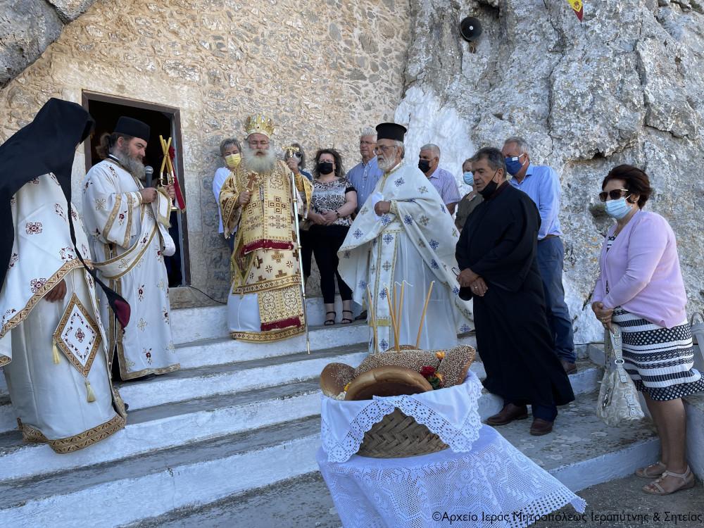 Η πανήγυρη του σπηλαιώδους ναού του Αγίου Πνεύματος στους Αρμένους Σητείας.