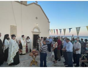 Ο Αρχιερατικός Εσπερινός της εορτής του Αγίου Παντελεήμονος στον Μαύρο Κόλυμπο Ιεράπετρας.