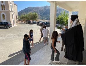 Ο Αγιασμός για την έναρξη του νέου σχολικού έτους 2021-2022 στο ολιγομελές Γυμνάσιο Τουρλωτής Σητείας από τον Σεβ. κ. Κύριλλο.
