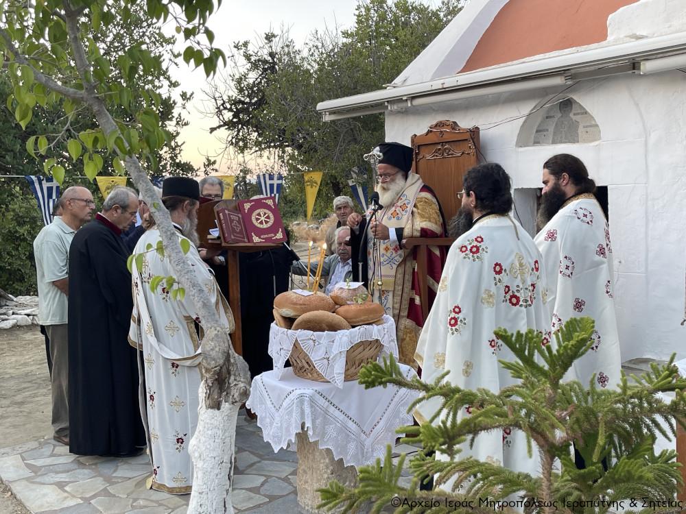 Ο Αρχιερατικός Εσπερινός της εορτής της Οσίας Πελαγίας στην Παχεία Άμμο Ιεράπετρας.